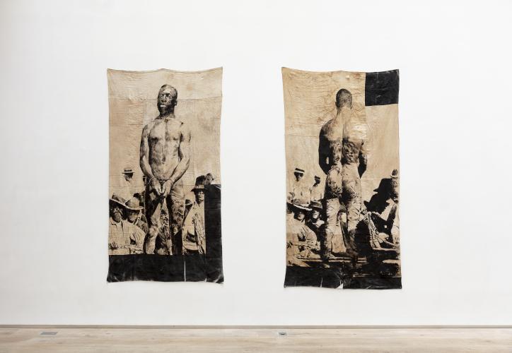 Roméo Mivekannin, <br /> Lynchage et exécution de Frank Embree, 1899, 2020<br /> Acrylique, bains d'élixir sur toile libre, 223 x 120 cm, 227 x 120 cm <br /> © galerie Eric Dupont, Paris.